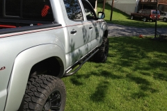 tacoma-2005-rock-sliders-white-knuckle-off-road-1