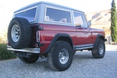 foxs-77-early-bronco-rock-sliders-white-knuckle-off-road-2
